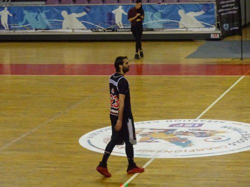 Georgios Samaras playing basketball (video)